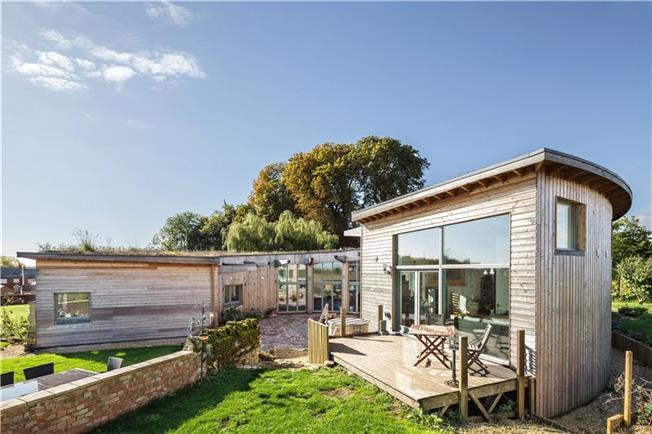 Roundhouse, Northfield Barns Drive, Deanshanger, Milton Keynes, MK19 6LG 3